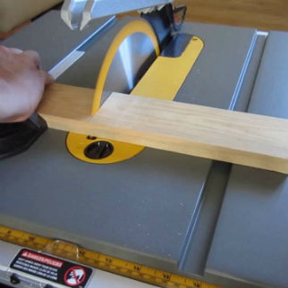 Making A Cross Cut With Table Saw